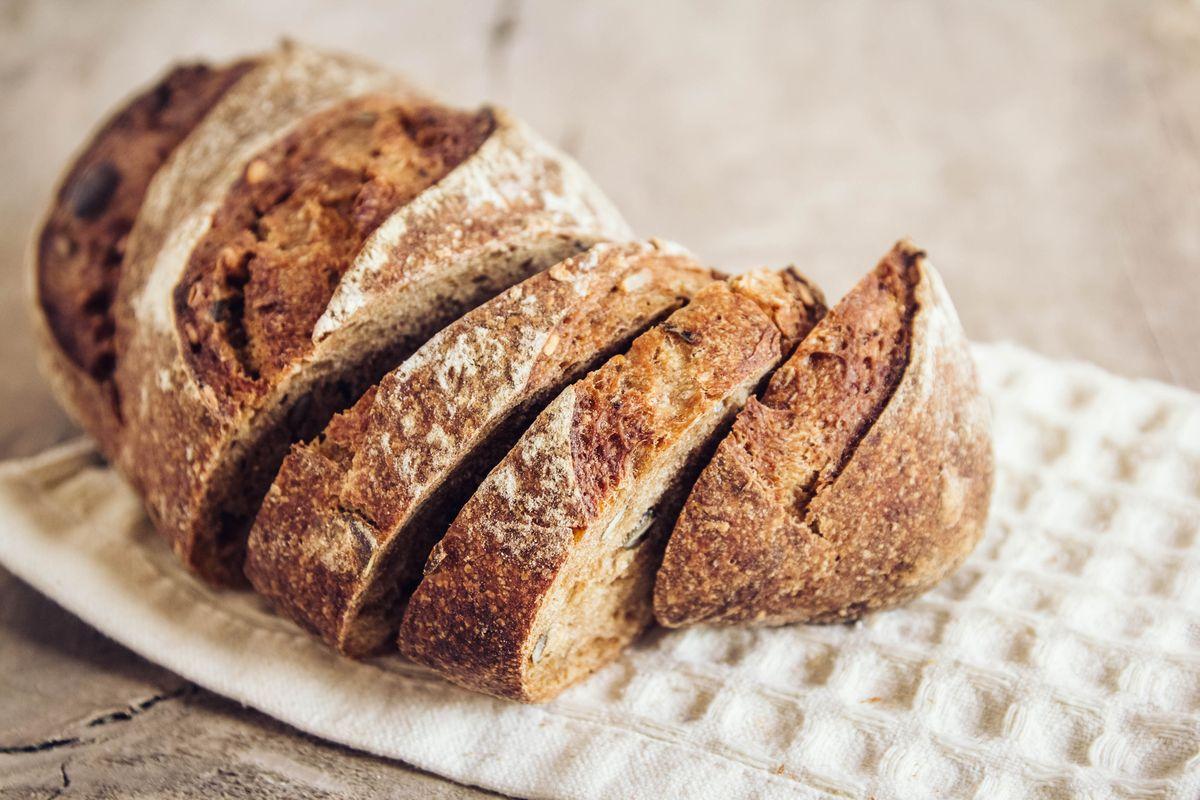 pane al grano saraceno e cipolle