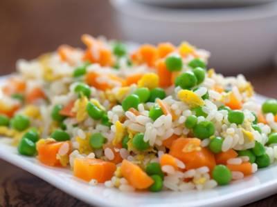Il riso alla cantonese vegetariano vi piacerà tantissimo! Ecco la ricetta