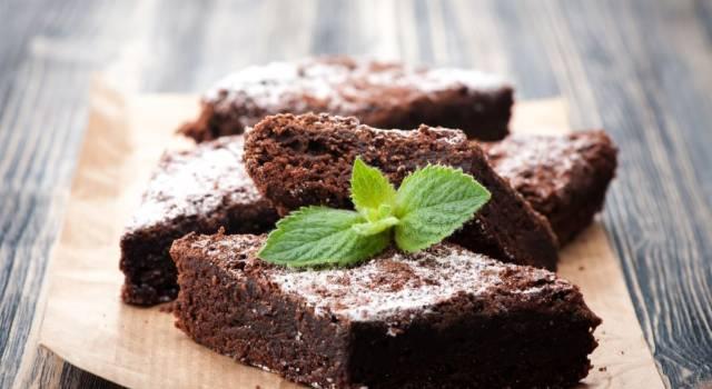 Facciamo i brownies: la ricetta originale del dolcetto sfizioso al cioccolato