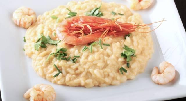 Raffinato, originale e di gran classe: è il risotto alla crema di scampi