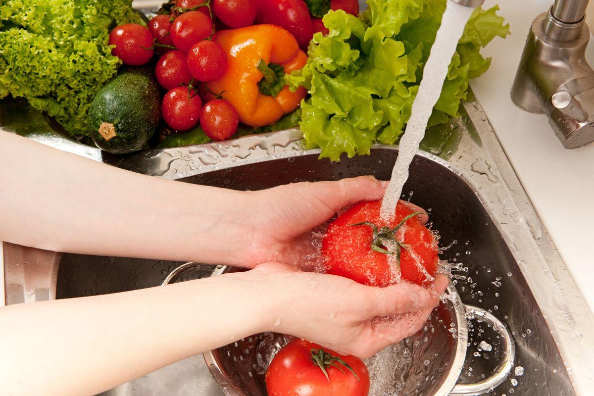 Lavare alimenti
