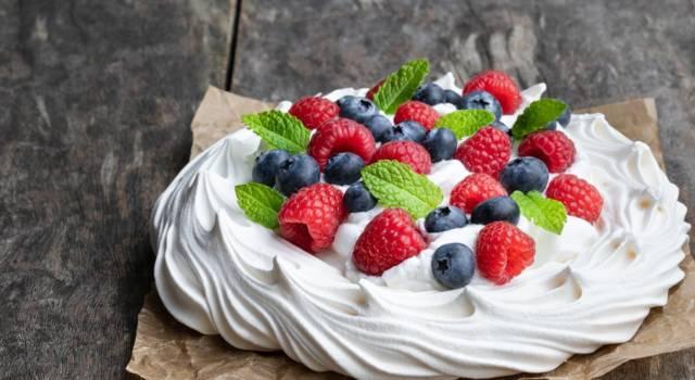 Come fare la pavlova? La ricetta con crema chantilly