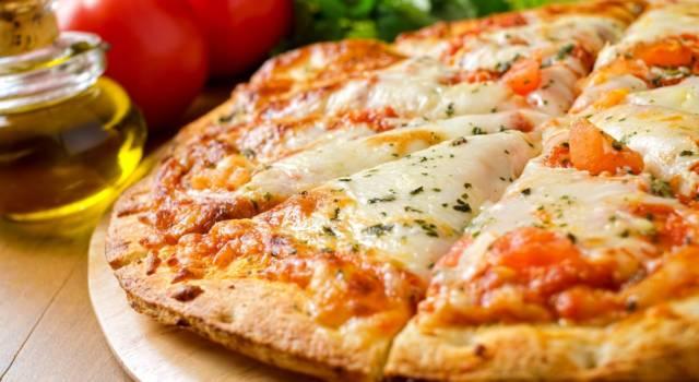 Come fare la pizza senza lievito (facilissima) ad alta digeribilità