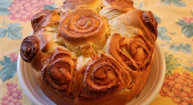 Irresistibilmente sfiziosa, la torta di rose salata vi conquisterà al primo assaggio
