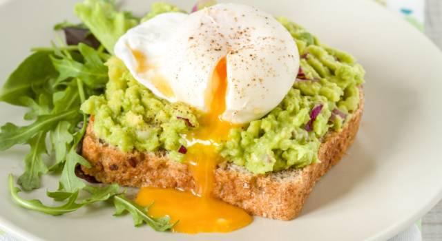 Ecco come preparare l'avocado toast per una colazione diversa
