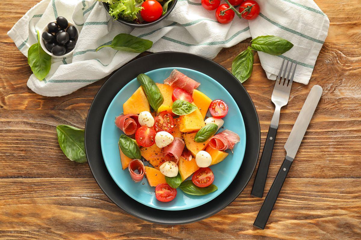 Caprese con prosciutto e melone