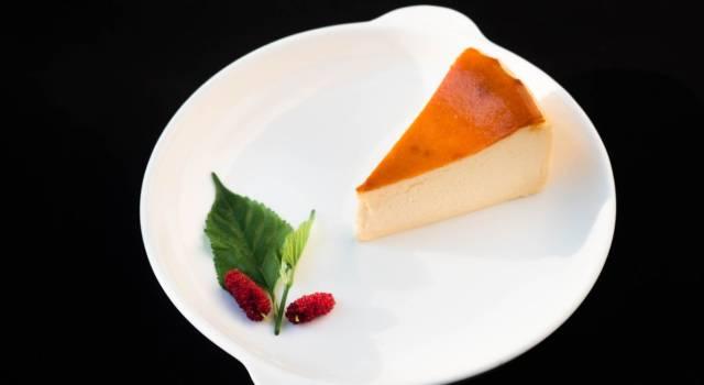 Fresca, estiva e particolare: ecco come preparare la cheesecake melone e prosciutto