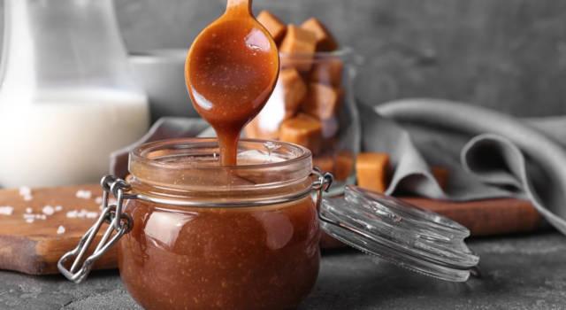 Attenti alla salsa al caramello salato: un cucchiaino tira l'altro!