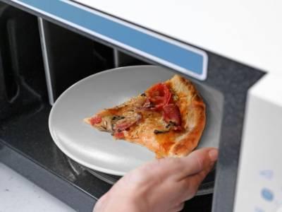 È avanzata della pizza? Ecco come riscaldarla nel modo giusto