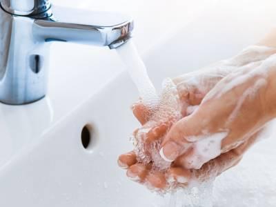 Rimedi della nonna (e non solo) per togliere l'odore di pesce dalle mani