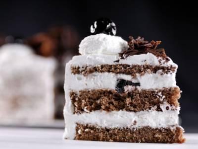Foresta Nera, la torta al cioccolato e panna con sorpresa di amarene