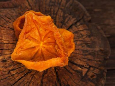 Cachi essiccati: un modo diverso per conservare questo frutto autunnale