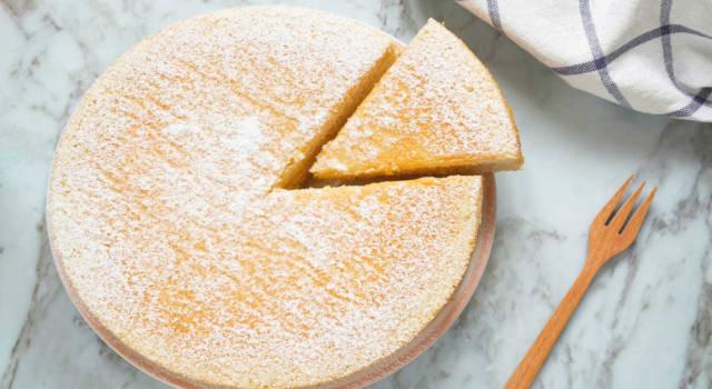 Leggera e soffice come una nuvola, la torta di albumi senza glutine vi conquisterà