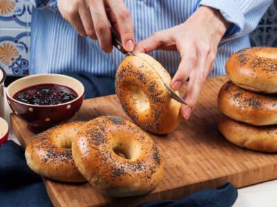 Bagel: la ricetta originale del donut salato!