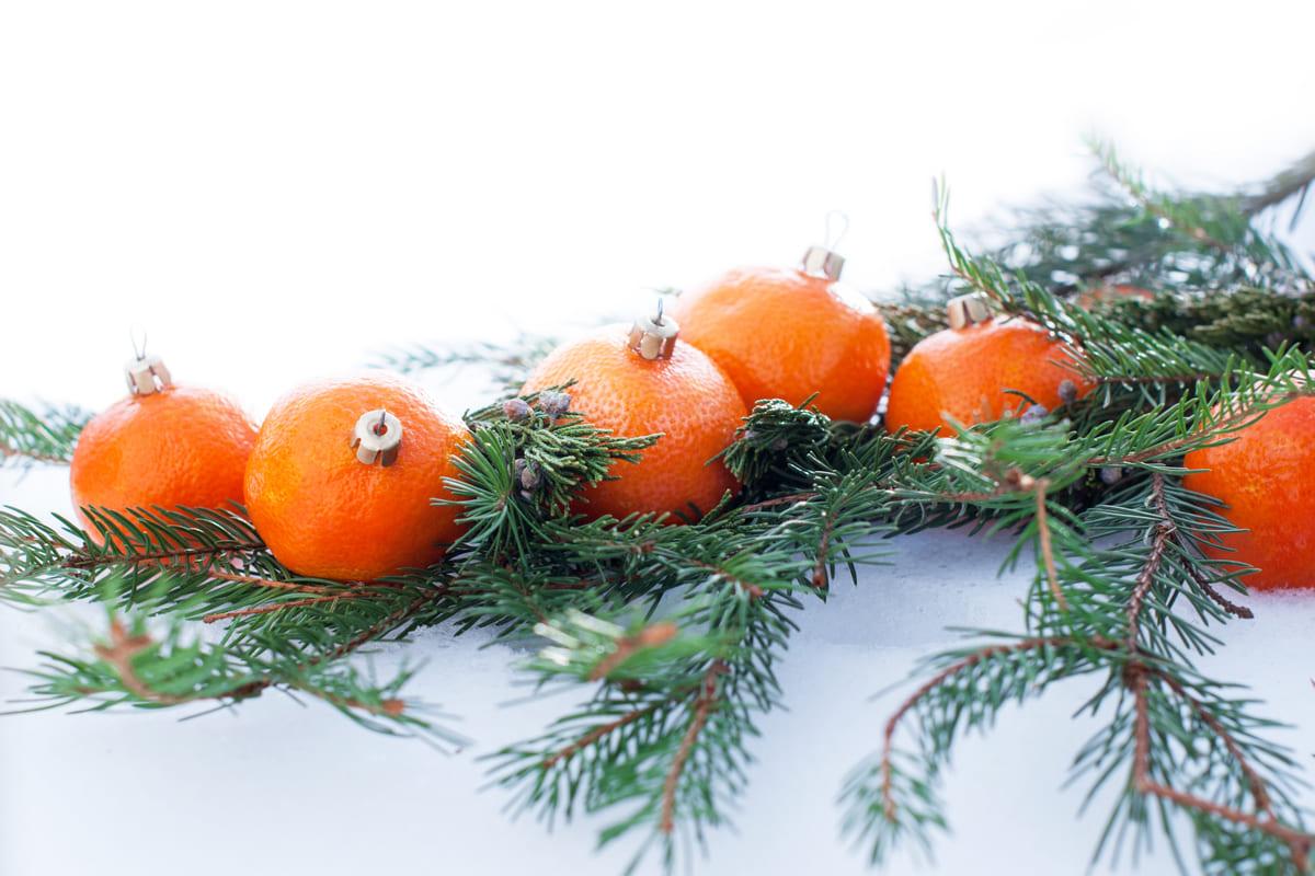 Decorazione albero con mandarini
