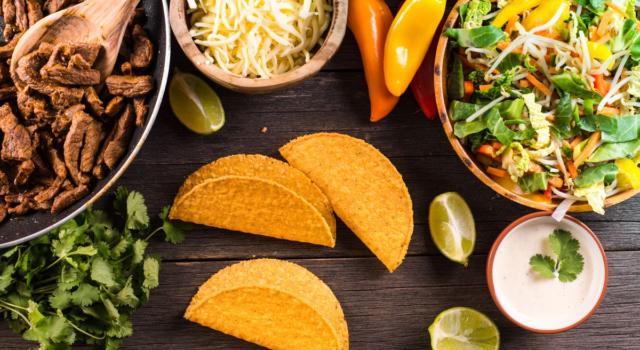 Sono croccanti, gialli e arrivano dal Messico: oggi prepariamo i tacos!