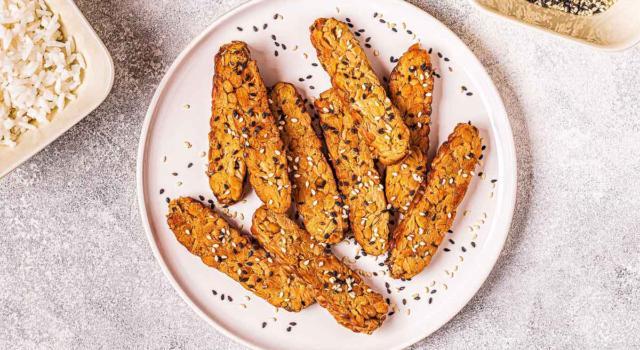 Gustoso e ricco di proteine: cuciniamo il tempeh al forno
