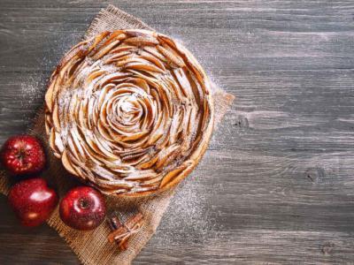 Come si fa la torta di mele di Carlo Cracco? Ecco la ricetta