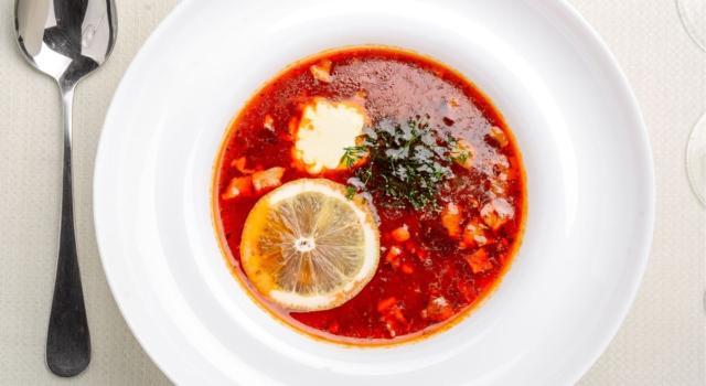 Amate i piatti insoliti? La zuppa di falsa tartaruga è la ricetta che fa per voi