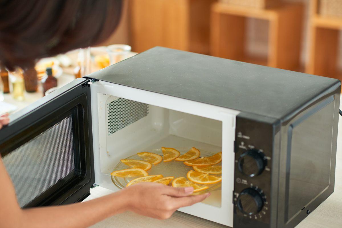 essiccare le arance al microonde
