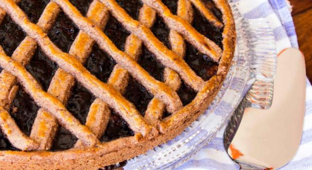 Sembra una semplice crostata, ma è molto di più: è la Linzer Torte!