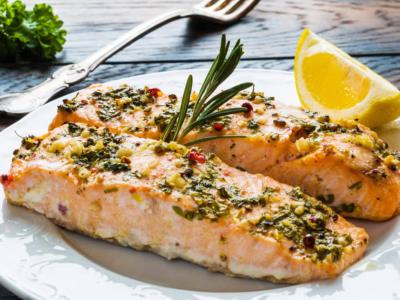 Cercate un secondo piatto facile e veloce? Provate il salmone al forno