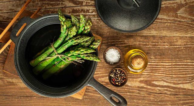 È arrivato il momento di scoprire come cucinare gli asparagi in modo perfetto