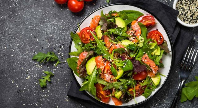 Insalata di salmone: gusto e leggerezza per ogni stagione