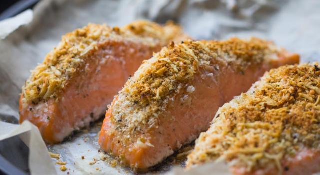Veloce, gustoso e leggero, ecco il salmone gratinato al forno