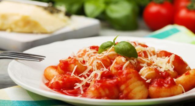 Mai sottovalutare un piatto di gnocchi al pomodoro