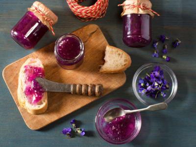 Marmellata di violette: perfetta per chi ha fiori in abbondanza!