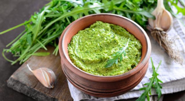 Pesto di rucola con il Bimby: ricetta base e varianti