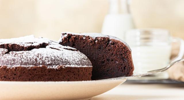 Soffice, profumata e dolcissima, ecco la torta al cioccolato senza burro