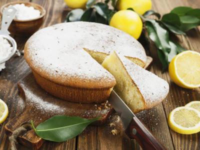 Leggera e profumatissima, la torta al limone senza uova è una vera delizia