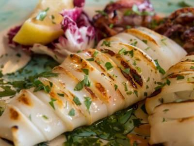 Calamari alla griglia: la ricetta per farli super morbidi