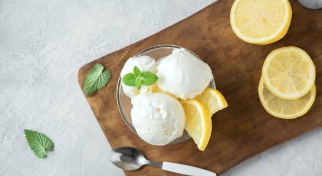 Dissetante e leggero, il gelato al limone con il Bimby rinfrescherà la vostra estate
