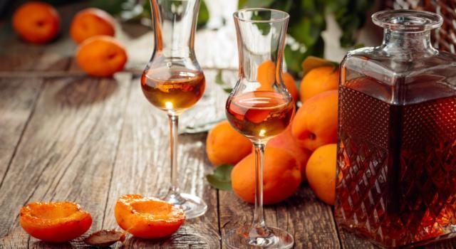 Liquore di albicocche: la ricetta perfetta per l'estate