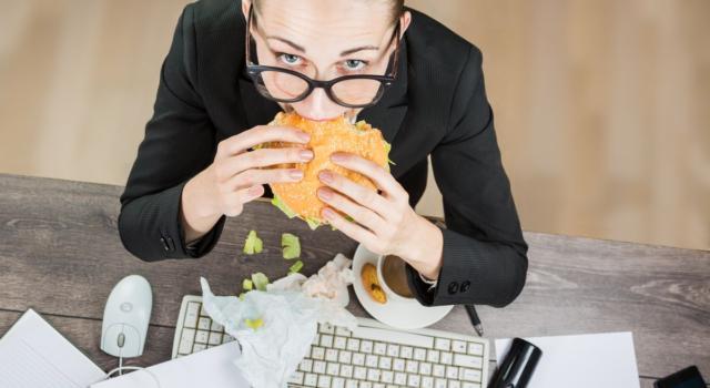 Pausa pranzo davanti al PC? Ecco perché dovreste evitarla
