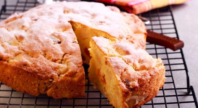Soffice e profumata, la torta di albicocche è perfetta per la colazione