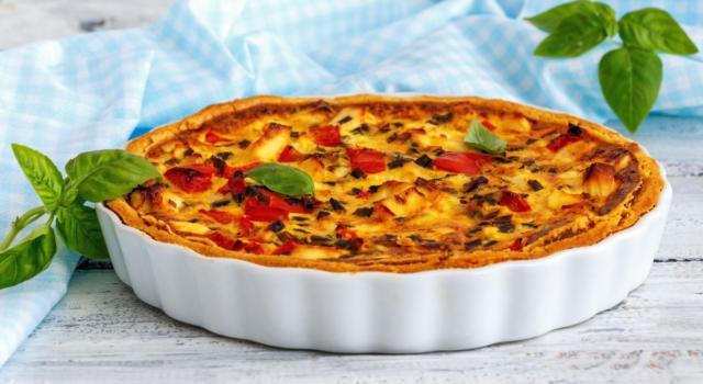 Torta salata con peperoni e mozzarella: la ricetta rustica e saporita