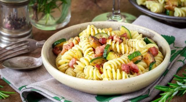 Saporita e appagante, ecco la pasta zucchine e pancetta