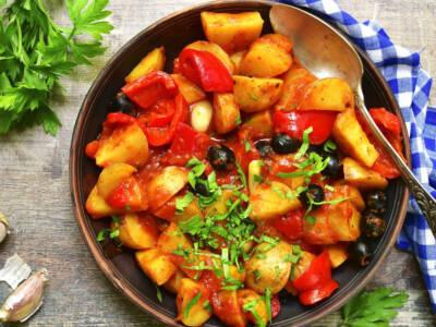 Cercate un contorno perfetto per tutte le portate? Provate peperoni e patate!