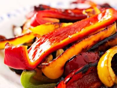 Siete alla ricerca di un contorno semplice? Provate i peperoni grigliati!