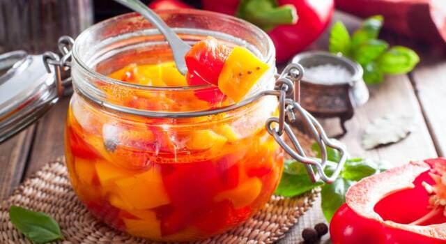 Peperoni sott'aceto: come preparare in casa una conserva strepitosa