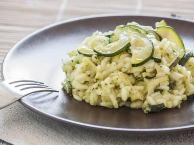 Quanto è facile preparare il risotto con le zucchine con il Bimby?