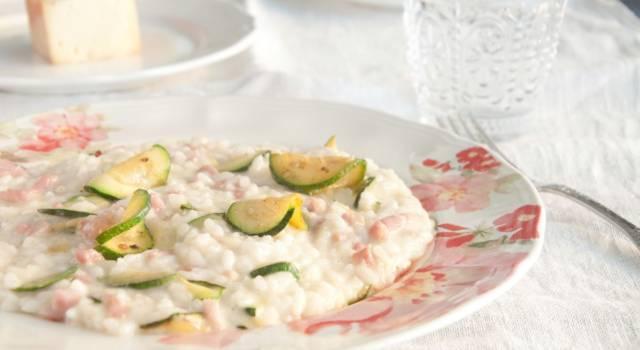 Risotto zucchine e tonno: un primo piatto unico leggero e saporito