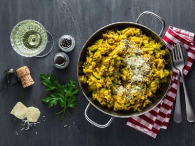 Risotto zucchine e zafferano: una ricetta leggera