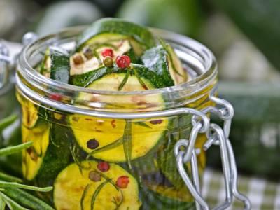 Zucchine grigliate sott'olio: non avete mai provato niente di così buono!