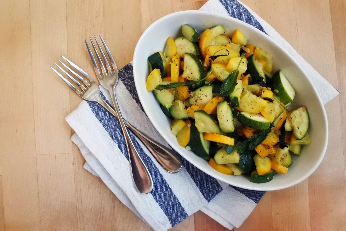 Ricetta Zucchine Bollite.Zucchine Lesse Ricetta Tempi Di Cottura E Consigli Per Condirle