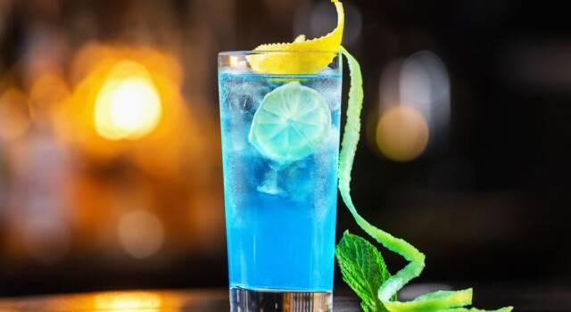 Cocktail Blue Lagoon: ricetta e ingredienti del vero drink da spiaggia